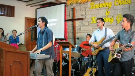 448x336 worshipteam ph