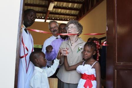 Bessie Cuts Ribbon with the next generation